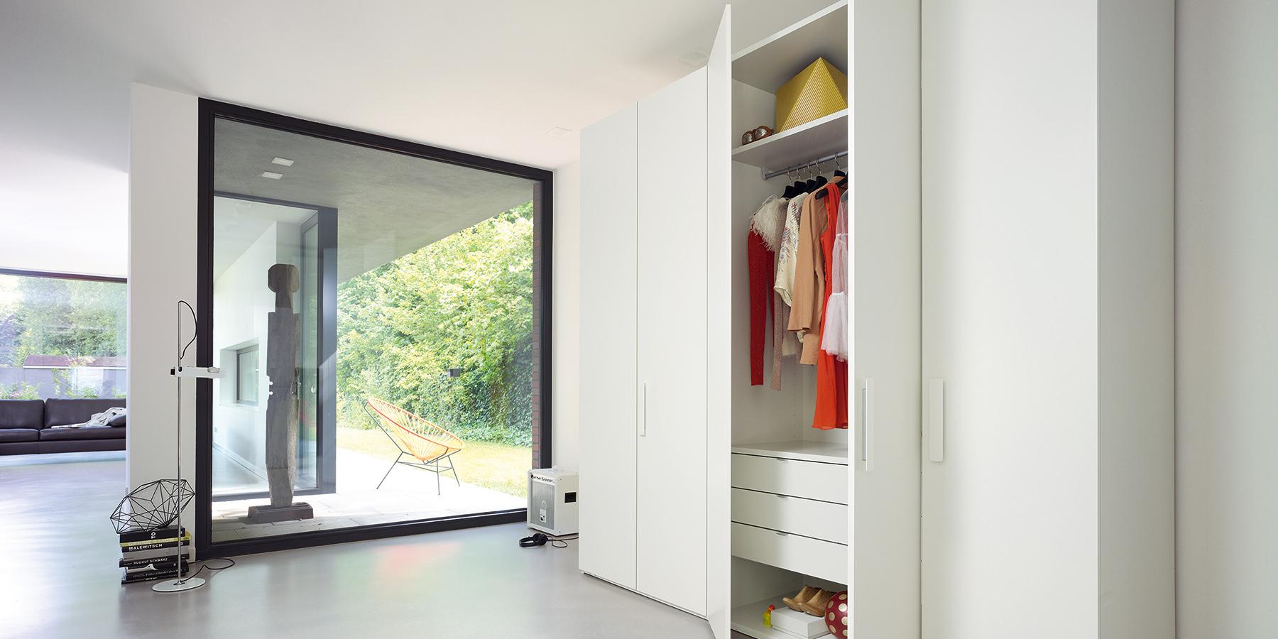 Kleiderschrank mit zahlreichen Ausstattungsmöglichkeiten